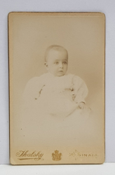 A. IHALSKY - SINAIA , FOTOGRAFIE TIP C.D.V. , PORTRET DE COPIL  , MONOCROMA, PE SUPORT DE CARTON , SFARSITUL SEC. XIX
