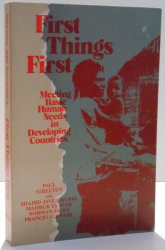 FIRST THINGS FIRST , MEETING BASIC HUMAN NEEDS IN DEVELOPING COUNTRIES de PAUL STREETEN SI FRANCES STEWART , 1981