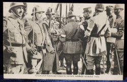 Generalul Gourand trecand in revista soldatii armatei sale - CP Foto