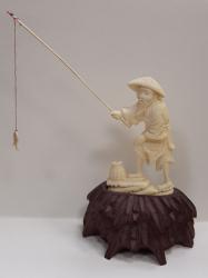 Pescar - Figurina din fildes