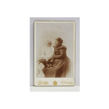A. IHALSKY - SINAIA , FOTOGRAFIE TIP C.D.V. , MAMA CU COPIL  , MONOCROMA, PE SUPORT DE CARTON , SFARSITUL SEC. XIX