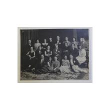 ABSOLVENTII ACADEMIEI DE MUZICA SI ARTA DRAMATICA ' TH. STOENESCU '  DIN BUCURESTI , CLASA PROF. PETRE STURDZA , FOTOGRAFIE DE GRUP , AUTOR NECUNOSCUT , 1924