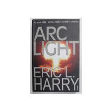 ARC LIGHT de ERIC L. HARRY  - 10 IUNIE 1999 - PRIMUL RAZBOI NUCELAR A INCEPUT , 2005