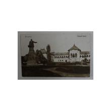 BUCURESTI ,PARCUL CAROL -  MUZEUL MILITAR SI STATUIA DIN FATA , FOTOGRAFIE TIP CARTE POSTALA , MONOCROMA, CIRULATA  , DATATA 1931
