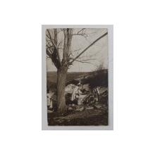 DOUA TARANCI LA FANTANA CU CUMPANA , FOTOGRAFIE TIP CARTE POSTALA , COLECTIA RADU AL. BELLIO , MONOCROMA , CIRCULATA , DATATA 1929