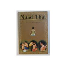 NUAD THAI - TRADITIONELLE THAILAENDISCHE MASSAGE von MANEEWAN CHIA & MAX CHIA , EDITIE IN LIMBA GERMANA