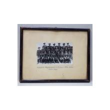 OFITERII REGIMENTULUI 6 PIONIERI ALBA - IULIA , POZA DE GRUP , FOTOGRAFIE MONOCROMA , INRAMATA , DATATA IULIE 1937