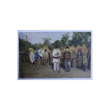 RUMANISCHES LANDLEBEN ( GRUP DE TARANI ROMANI LA LUCRU ) , CARTE POSTALA ILUSTRATA , POLICROMA , NECIRCULATA , PERIOADA INTERBELICA