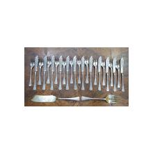 Serviciu din argint pentru peste de 12 persoane