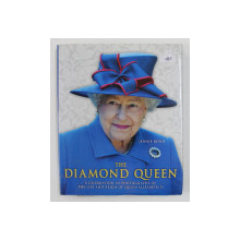 THE DIAMOND QUEEN - A CELEBRATION IN PHOTOGRAPHS OF THE LIFE AND REIGN OF QUEEN ELIZABETYH II by JENNIE BOND , 2012 , PAGINA DE GARDA RUPTA *