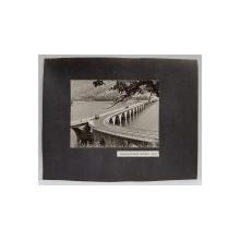 VIADUCTUL POIANA TEIULUI  - BICAZ , FOTOGRAFIE MONOCROMA, PE HARTIE LUCIOASA , LIPITA PE CARTON , ANII  '70 - ' 80
